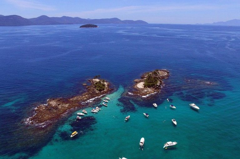 1280px Ilha Botinas 32200318795